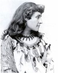 Pauline Johnson Courtesy : Wikimedia Commons
